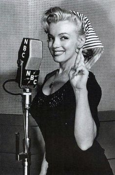 Marilyn Monroe - the ultimate pin up girl Joe Dimaggio, Divas, Vintage Hollywood, Classic Hollywood, Hollywood Star, Marilyn Monroe Bild, Pin Up, Foto Portrait, Howard Hughes