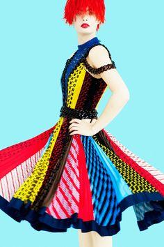 Mary Katrantzou Resort 2017 Fashion Show Collection Fashion 2017, Love Fashion, Runway Fashion, High Fashion, Fashion Design, Fashion Weeks, Fashion Spring, London Fashion, Mary Katrantzou