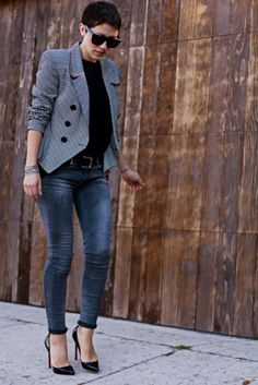 Casual everyday: Basic top, blazer, skinnyjean, heels