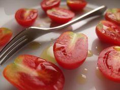 [2012.7.17] 미용과 건강에 좋은 토마토 X10 사진 속 토마토가 붉은 색감이 살아있어 정말 상큼해 보입니다. 19세기에 이탈리아의 통일과 함께 토마토소스가 등장하면서부터 이탈리아 북부와 전 세계로 파스타가 전파되었다는 사실, 혹시 알고 계셨나요? <사진정보> 촬영 모드 - Aperture-Priority AUTO 감도 - ISO 100 다이나믹 레인지 - 100% 조리개 - f/2.0 셔터스피드 - 1/140 초점거리 - 7.1mm 화이트 밸런스 - Fine 필름 시뮬레이션 – PROVIA http://blog.naver.com/fujifilm_x/150136709643