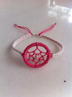 light pink and dark red dream catcher bracelet. Instead of chain, it twisted thing strings to hang on wrist. Jewelry Crafts, Handmade Jewelry, Handmade Gifts, Dream Catcher Bracelet, Dream Catcher Jewelry, Bracelet Fil, Bijoux Diy, Micro Macrame, Macrame Jewelry
