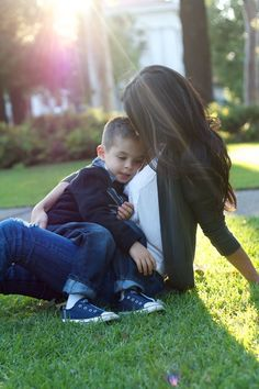 25 Cute Mother and Son Photography Poses