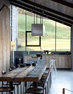 Kolme kotia - Three Homes Päivän kodeista löytyy runsaasti rustiikkisia pintoja ja materiaaleja sekä mielenkiintoisia arkkitehtonisia yksi...
