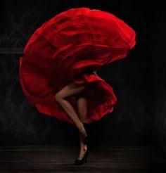 Odkryj taniec, który uwalnia zmysły: http://www.zyjintensywnie.pl/flamenco-taniec-zmyslow/
