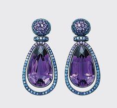 Gorgeous earrings. / Preciosos pendientes.