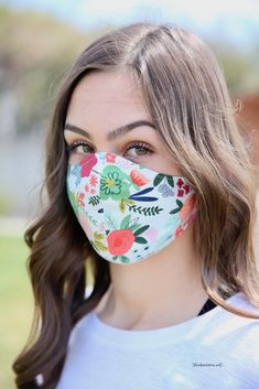 With the recent pandemic and mandate to wear a Face Mask while out in public I am sharing How to Make a Face Mask with this step-by-step Face Mask Tutorial. Easy Face Masks, Homemade Face Masks, Diy Face Mask, Sewing Patterns Free, Sewing Tutorials, Free Pattern, Pattern Sewing, Free Sewing, Cricut Tutorials