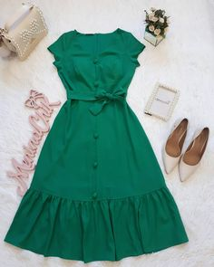 Graduation Outfit Ideas For Every Style Simple Dresses, Cute Dresses, Casual Dresses, Summer Dresses, Skirt Outfits, Dress Skirt, Modest Fashion, Fashion Dresses, Sweater Dress Outfit
