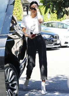 Kendall Jenner steps out in a pair of Vetements jeans in a particular shade that could be making a comeback.