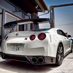 White Godzilla Nissan GTR - Nice
