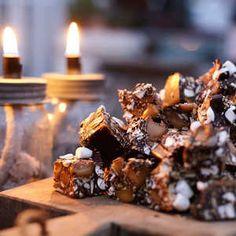Leilas recept på julgodis >> Rocky Road Recept, Fika, Something Sweet, Candy Recipes, Marshmallows, All Things Christmas, Snacks, Xmas, Sweets