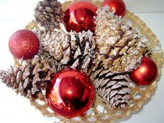 How to make sparkling Pinecone fire starters. I was looking for the regular wax kind when I stumbled upon this. These don't have to be fire starters, can be for decoration or maybe scented too ! Wow ! Christmas Food Gifts, Holiday Crafts, Fun Crafts, Christmas Crafts, Christmas Decorations, Stick Crafts, Christmas Things, Christmas Wreaths, Pinecone Firestarters
