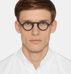 8521b4a1e4c5 Give your look a singular spin with these round-frame glasses by New York-