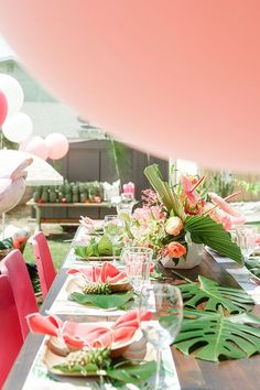 Been searching for a party that will cure your desire for an expensive tropical vacay? Kara's Party Ideas has a Tropical Birthday Party for you! Aloha Party, Tiki Party, Luau Party, Luau Birthday, 40th Birthday Parties, Birthday Ideas, Flamingo Party, Tropical Bridal Showers, Summer Parties