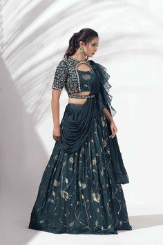 Party Wear Indian Dresses, Party Wear Lehenga, Indian Gowns Dresses, Indian Fashion Dresses, Indian Designer Outfits, Girls Fashion Clothes, Lehenga Designs Simple, Simple Lehenga, Tunic Designs