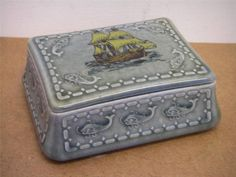 really old GUINNESS IRISH PORCELAIN wade butter dish