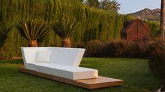 Muebles de madera para exterior en colo blanco http://www.elemento3.com/