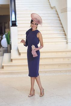 Invitada boda de mañana otoño invierno tocado pequeño vintage vestido morado invitada perfecta Dresses For The Races, Dresses For Work, Summer Dresses, Elegant Dresses Classy, Classy Dress, Melbourne Cup Dresses, Mother Of The Bride Fashion, Summer Wedding Outfits, Look 2018