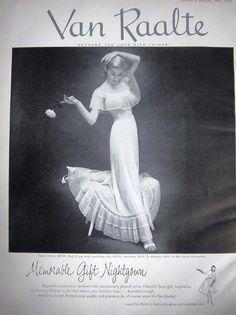 1940s  early 1950s Van Raalte Nightgown