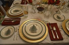 I'm still in search of the perfect charger for my Spode Christmas Tree pattern. This gold might work. Christmas Tree On Table, Christmas China, Spode Christmas Tree, Christmas Tree Pattern, Christmas Dishes, Christmas Tablescapes, Christmas Snowman, Christmas Dinnerware, Christmas Tabletop
