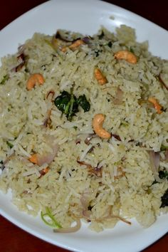 Prefect Ghee rice / Ney choru as it is commonly called is a famous delicacy of south india and it is extremly easy to make. Veg Recipes, Curry Recipes, Easy Chicken Recipes, Cooking Recipes, South Indian Vegetarian Recipes, Indian Food Recipes, South Indian Foods, Vegetarian Cooking, Ghee Rice Recipe