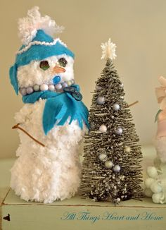 How cute is this! Yarn ball snowman.