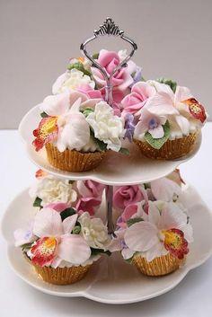 Wedding - Spring Flowers Cupcakes.