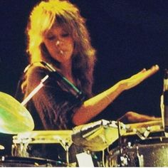 a rare photo of Stevie ♫♥❤♥♫ with a Kools cigarette in her mouth while she's fiddling around on a drum set; or maybe the cigarette is weed Stevie Nicks Lindsey Buckingham, Buckingham Nicks, Fleetwood Mac Lindsey Buckingham, Stevie Nicks Fleetwood Mac, Look Vintage, Rare Photos, Rock N Roll, Pink Floyd, Dreaming Of You
