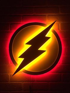 Dual Light Color Justice League The Flash LED Illuminated Superhero Logo Night Light Wall Art for mancave or boys bedroom Fans of The Flash here ya go! This dual color LED logo is for you! The original white and gold logo with the lights out and then flip Led Logo, Marvel Room, Marvel Comics, Neon Light, Flash Wallpaper, Light Wall Art, Wood Art, Mdf Wood, Ceiling Design