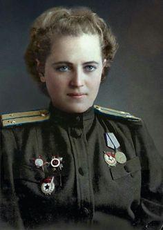 Yevgeniya Zhigulenko - Hero of the Soviet Union, flew 968 night missions as pilot in a Ww2 Women, Military Women, Military History, Female Pilot, Female Soldier, Soviet Army, Soviet Union, American Apparel Tennis Skirt, Red Army