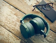 Sony is expanding its EXTRA BASS range of audio products (the capitals are mandatory) with four new portable wireless speakers and a quartet of new headphones. The speakers are, according to Sony's. Wireless Headphones With Mic, Best In Ear Headphones, Headphones Online, Bass Headphones, Headphone With Mic, Noise Cancelling Headphones, Sports Headphones, Sony Electronics, Portable Speakers