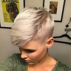 Blonde Pixie Hair #Pixie #PixieCut #PixieFrisuren #PixieHaarschnitt #PixieSchnitte #HairCuts #Frisuren #FrauenFrisuren