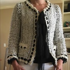Classic Black and White Sweaters Collection for Spring – lilostyle Paris Outfits, White Outfits, Boucle Jacket, Tweed Jacket, Chanel Jacket Trims, Channel Jacket, Sweater Making, Winter Outfits For Work, Elegant Outfit