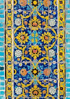Dar Ol Ehsan Mosque, Sanandaj, Iran | © Eric Lafforgue www.ericlafforgue.com Tile Art, Mosaic Art, Mosaic Tiles, Persian Pattern, Persian Motifs, Islamic Art Pattern, Pattern Art, Eric Lafforgue, Islamic Tiles