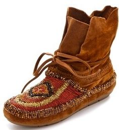 I LOVE moccasins! House of Harlow 1960 Madison Beaded Moccasins Estilo Folk, Estilo Hippy, Moccasin Boots, Shoe Boots, Shoe Bag, Hippie Chic, Hippie Style, Cute Shoes, Me Too Shoes