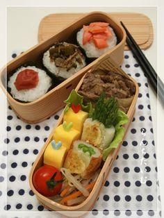 Three Onigiri Bento Lunch (Rice Ball with Umeboshi Plum, Pickled Leaf Mustard, Salmon)  おにぎり弁当