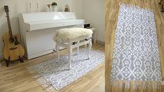 Foto von einem Teppich vor einem Klavier.