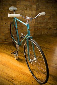 city bike Girls Mac, Garage Bike, Push Bikes, Fixed Gear, Road Bikes, Mountain Biking, Touring, Gears, Cool Stuff