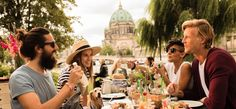 Das AMPELMANN Restaurant mit Strandbar und Blick zur Museumsinsel: moderne Berliner Küche, Kaffee, einen Drink? Sonntags großer Brunch.
