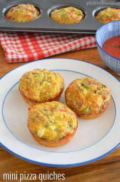 Mini Pizza Quiche - crustless quiche that is great in the lunch box, for dinner, or even breakfast! Best Breakfast, Breakfast Recipes, Muffin Recipes, Egg Recipes, Yummy Recipes, Family Meals, Kids Meals, Lunch Box Recipes, Lunch Ideas