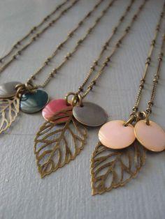 Little Fabrics - Page 1 - Little Fabrics Très simples et super jolis Jewelry Crafts, Jewelry Art, Jewelry Accessories, Jewelry Design, Enamel Jewelry, Metal Jewelry, Beaded Jewelry, I Love Jewelry, Jewelry Making