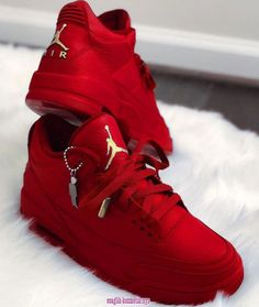 Cute Nike Shoes, Nike Air Shoes, Women's Shoes, Shoes Sneakers, Air Jordan Sneakers, Jordan Tenis, Red Sneakers Outfit, Sneakers Fashion, Nike Red Sneakers