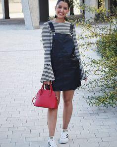 """344 Me gusta, 12 comentarios - África//EstiloSinDerroche (@estilosinderroche) en Instagram: """"Hoy me sentía como una niña con este look 😆 #estilosinderroche . Peto #primark new Jersey #zara…"""""""