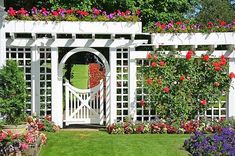 Pergola with flower boxes and trellis gate/Source: esigning Idea website Garden Gates And Fencing, Garden Doors, Fence Gates, Trellis Design, Trellis Ideas, Diy Garden, Garden Trellis, Trellis Fence, Privacy Trellis