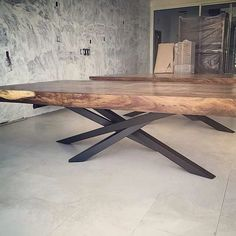 Live edge tables with crazy legs liveedge table furniture_design furniture australianhairpinlegs furnituredesigns Dinning Table Design, Wood Table Design, Table Designs, Live Edge Tisch, Live Edge Table, Slab Table, Dining Table Legs, Dining Furniture, Furniture Design