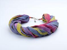 Ketten kurz - Filz Halskette gefilzt Seil Halsketten Band Wolle - ein Designerstück von BlanCraft bei DaWanda