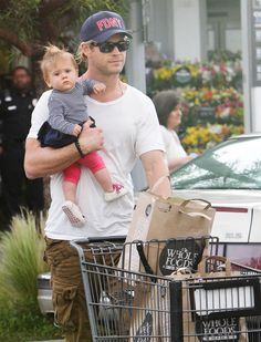 Let's just take a moment to appreciate the fact that this is Chris Hemsworth grocery shopping while holding a beautiful baby girl. Men have a lot to live up to these days.