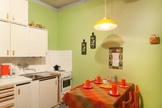 Mummolassa voit tavata viikonloppuisin oikean mummon tai vaarin. Sakari Kiuru / Helsingin kaupunginmuseo. Vintage Housewife, Domestic Goddess, Old Recipes, Old Toys, Country Kitchen, Homemaking, Colorful Interiors, Decor Styles, Kitchen Cabinets