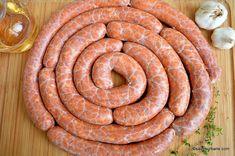 Rețeta de cârnați de casă cu usturoi, cimbru și vin alb - cârnați proaspeți pentru grătar | Savori Urbane Sausage, Meat, Pork, Wine, Sausages