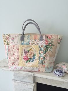 Patchwork bag, antique fabrics, by HenHouse This is pure gorgeousness! Sacs Tote Bags, Tote Purse, Patchwork Bags, Quilted Bag, Crazy Patchwork, Handmade Handbags, Handmade Bags, Do It Yourself Inspiration, Sacs Design