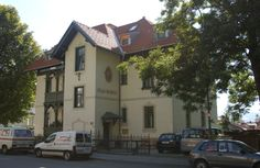 Villa Rainegg - Innsbruck Mühlau #altbau #architecture Innsbruck, Villa, Mansions, House Styles, Home, Manor Houses, Villas, Ad Home, Mansion